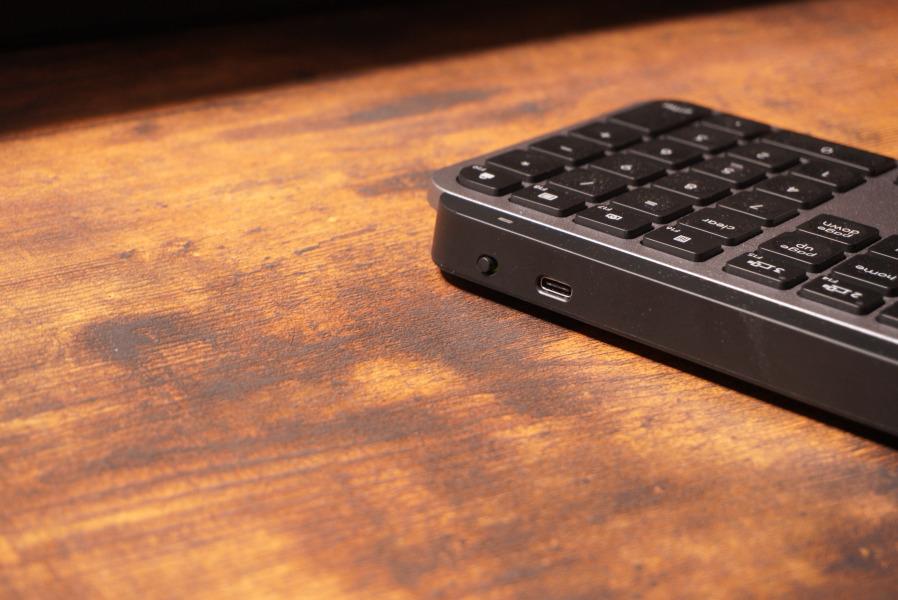 KX800 MX KEYS 充電