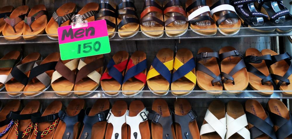 チャトゥチャックウィークエンドマーケットは靴が安い